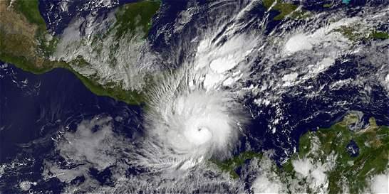 Huracán Otto avanza con fuertes vientos hacia Nicaragua y Costa Rica
