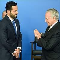 Renuncia de ministro en Brasil pone en aprietos al presidente Temer