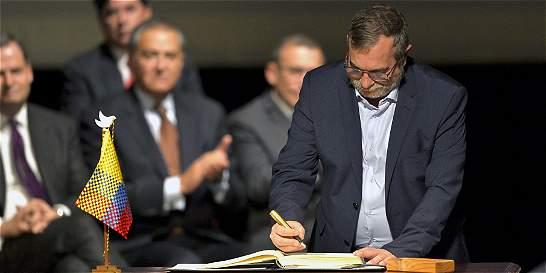 'Timochenko' dice que firma de la paz es 'el mejor homenaje a Castro'