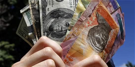 Subida de dólar negro destroza al bolívar venezolano