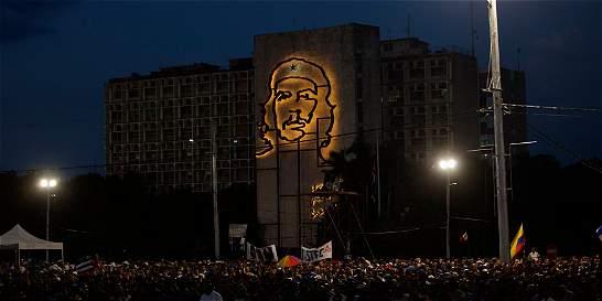 Rinden tributo a Fidel Castro en la Plaza de la Revolución
