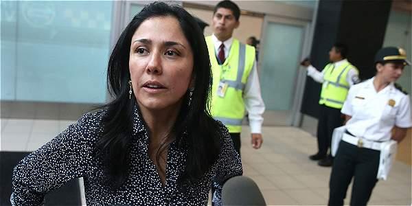 La ex primera dama de Perú Nadine Heredia durante su llegada al aeropuerto internacional de Lima (Perú).