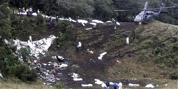 Los restos del avión quedaron esparcidos sobre el Cerrogordo, en cercanías del aeropuerto de Rionegro (Antioquia).