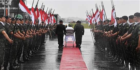 Chapecó, bajo la lluvia, despidió a sus héroes