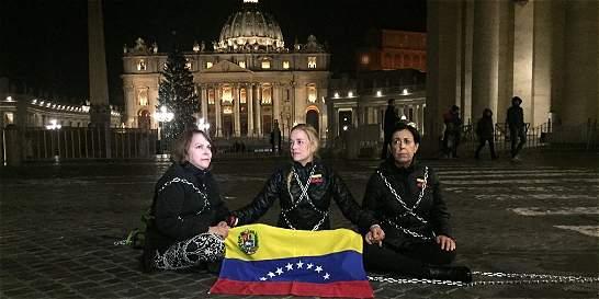 Encadenada en el Vaticano, Tintori pide libertad de presos políticos