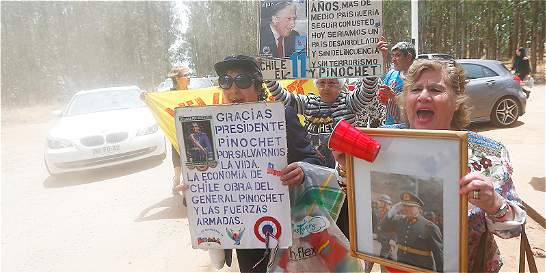 Algunos chilenos conmemoran 10 años de la muerte de Pinochet