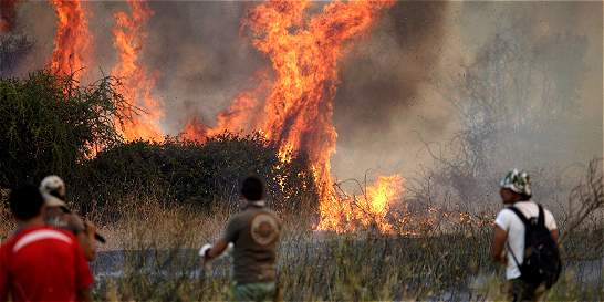 Más de 9.000 chilenos luchan contra el fuego