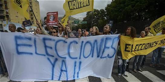 Opositores mantienen protestas para pedir elecciones en Venezuela