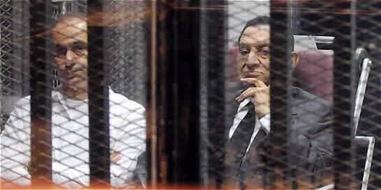 Condenan a derrocado líder egipcio Mubarak a tres años de prisión