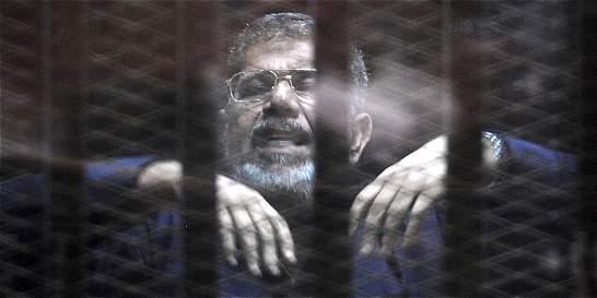 Corte de Egipto condena a muerte al expresidente Mohamed Mursi