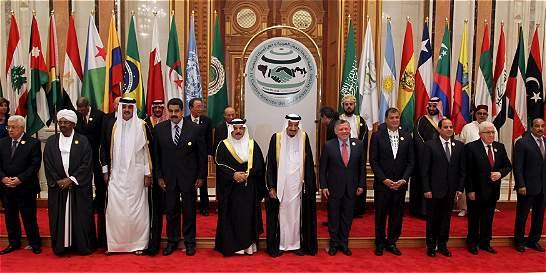 Rey saudí destaca las relaciones entre países árabes y suramericanos