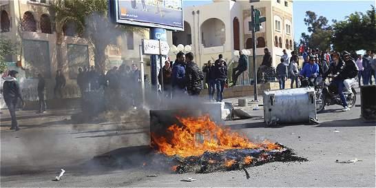 Cinco años después, Túnez exige nuevos cambios con protestas sociales