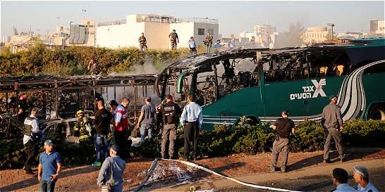 Bomba explota en un autobús y deja al menos 21 heridos en Jerusalén