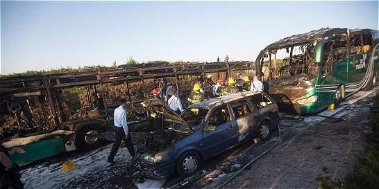 Israel busca a los autores de la explosión de un bus