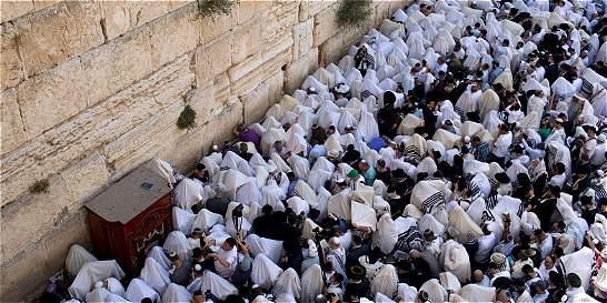 Miles de Judíos celebran su pascua en el Muro de las Lamentaciones