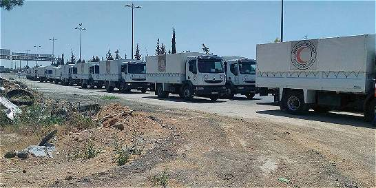 Primeros convoyes humanitarios llegan a localidades sirias asediadas