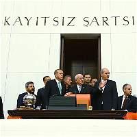 Turquía clausura 45 diarios y 16 cadenas de televisión