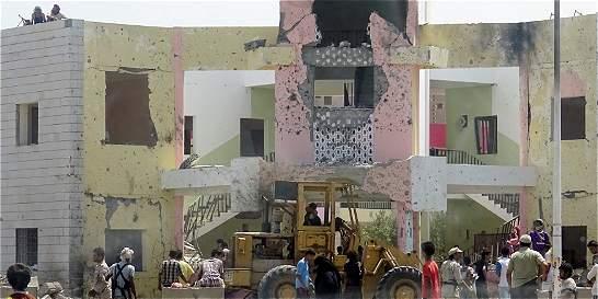 Atentado del grupo Estado Islámico en Yemen deja al menos 71 muertos