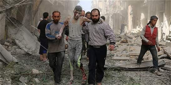 'En Alepo, o te matan las bombas o te mata el hambre'