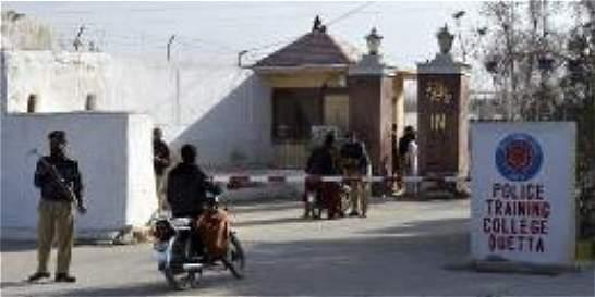 Ataque en academia policial en Pakistán deja 62 muertos