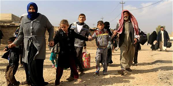 Familias huyen de Mosul