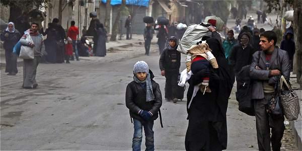 Residentes del este de Alepo han tenido que evacuar la zona en los últimos días.