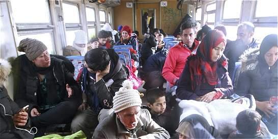 Más de 380.000 refugiados afganos volvieron a su país desde Pakistán