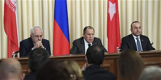 En vez de alejarse, rusos y turcos se acercan tras ataque a embajador