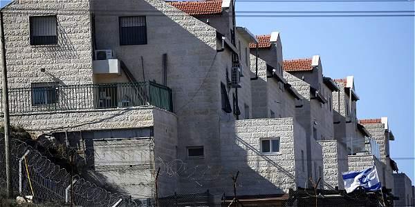 Vista de hogares israelíes en el asentamiento de Kiryat Arba cerca de Hebrón, Cisjordania.