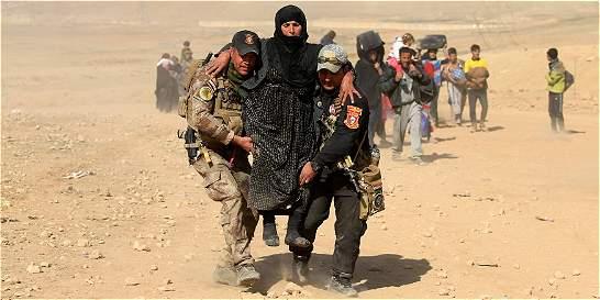 Miles de civiles huyen de la ofensiva contra el EI en Irak