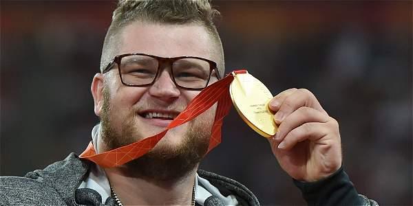 Deportista pagó el taxi con su medalla de oro luego de una borrachera