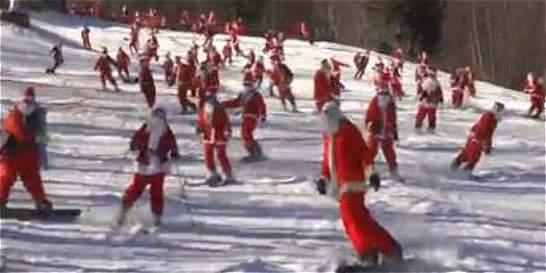 150 Santas esquiaron en EE. UU. para recoger fondos para la caridad