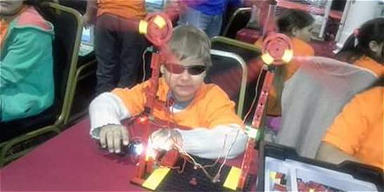 Niño ciego de Uruguay aprendió a construir robots en nueve meses