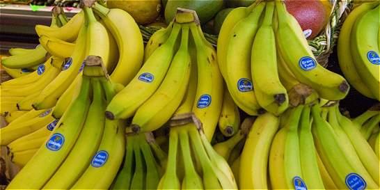 China prohíbe videos de gente comiendo bananos de forma erótica