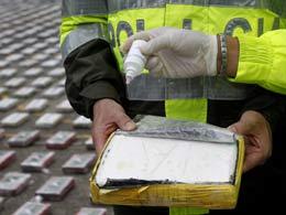 Con amenazas, narcos cargan droga en fincas