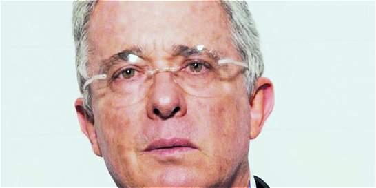 Advierten que Uribe sería víctima de 'falsos testigos'