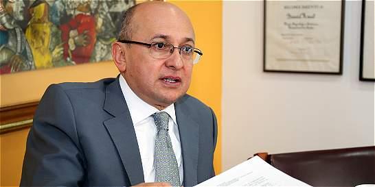 Montealegre nombra mediador con 'los Urabeños'