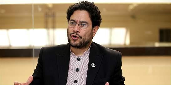 'La mesa de negociaciones debe abordar la refrendación pronto': Cepeda