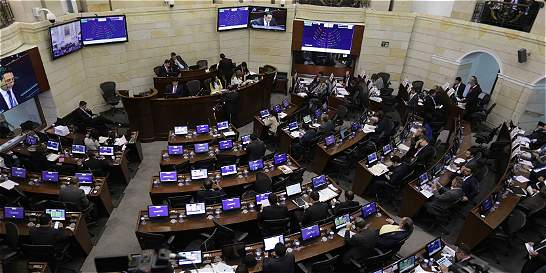 Proyecto para bajar salarios de congresistas pasó el primer debate