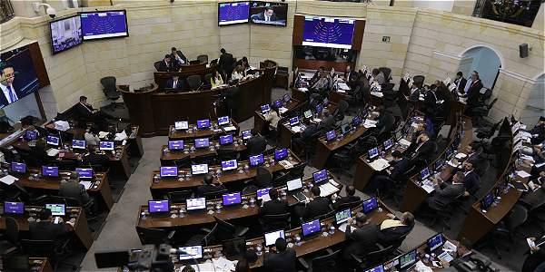 Los dos proyectos son actos legislativos por lo cual requieren de ocho debates, cuatro de los cuales deben surtirse antes del próximo 16 de diciembre.