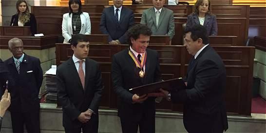 Carlos Vives fue condecorado en el Congreso