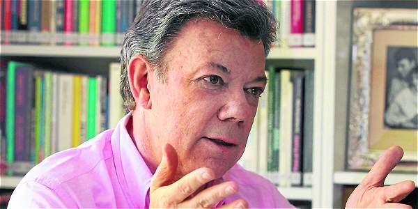 Santos es un defensor y practicante de la Tercera Vía.