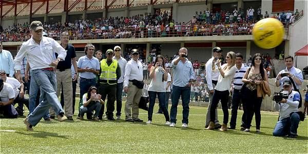 El presidente Santos durante la inauguración del estadio en Andes (Antioquia).