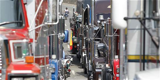 Gobierno hace llamado a los camioneros a que abandonen el paro