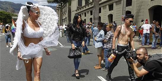 El Gobierno respalda el matrimonio y la adopción igualitarios