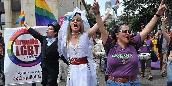 Gobierno pide a la Corte una figura temporal para el matrimonio gay