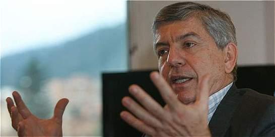 Presidente debe 'enderezar las cargas' entre partidos, dice Gaviria