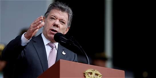 Santos lanza críticas a recolección de firmas de Uribe