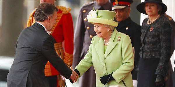 La llegada del presidente Santos a Londres para su cita con la reina Isabel II