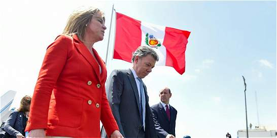 Presidente Santos llega a Perú para asistir como invitado al foro APEC
